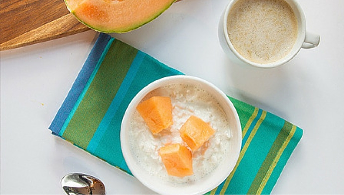 Protein Made Simple. Cottage Cheese with Cantaloupe and Latte